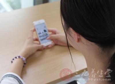 女大学生被乳腺癌盯上 称经常熬夜玩手机