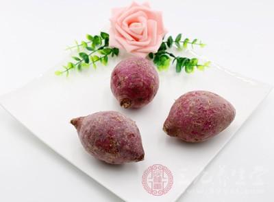 因为红薯的含糖量非常高,因此在空腹的时候千万不能吃