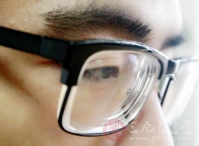 近视是视力缺陷的一种,是眼睛看不清楚远处的东西、却能够看的清楚近处物品