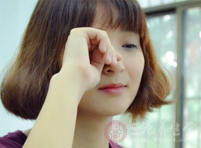 右下眼皮跳是怎么回事 三大因素导致眼皮跳不停