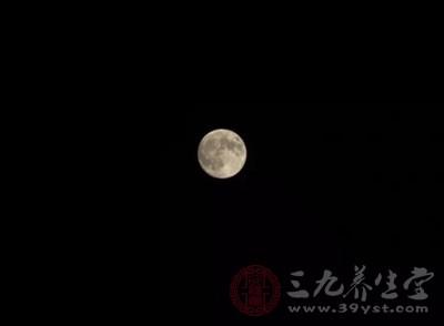 不过由于这一天在农历八月里的日子每年不同,不一定都有圆月