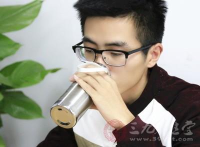 可以准备一杯热水,对着吸入水蒸气,每次大概十分钟