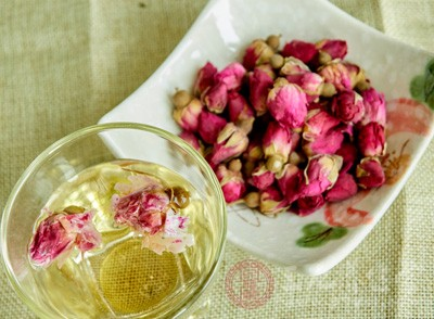 玫瑰花不但美丽,而且自身含有大量的维生素A、B、C、E、K,还含有单宁酸