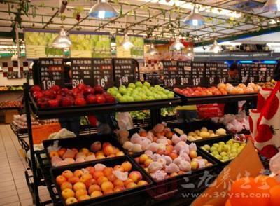 同时,瓜果蔬菜,确实可以多吃,但是,要注意,农药是否超标