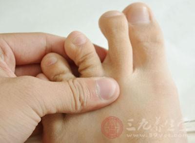 脚脱皮是什么原因