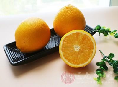 橙子里面含有大量的维生素和柠檬酸、果胶等等营养物质