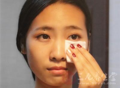 卸妆油怎么用 这样卸妆更加干净清爽