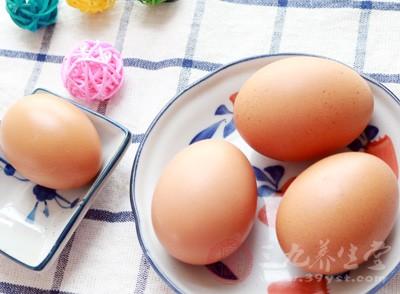 之后放入搅拌好的鸡蛋当中