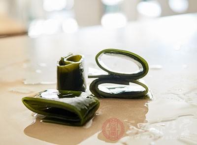 绿豆海带粥:绿豆、海带各100克,大米适量。将海带切碎与其它2味同煮成粥。可长期当晚餐食用