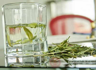 茶多糖的主要功效是降血糖,降血脂,从而达到防治糖尿病的作用
