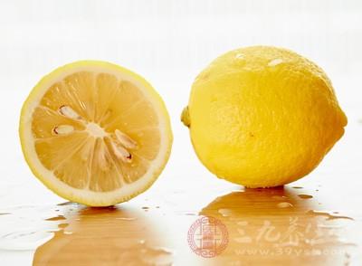 以蜂蜜渍柠檬汁作为凉拌调味