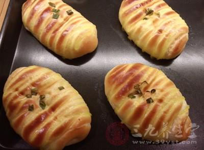 面包在烤箱里面烤大约十五分钟左右就可以了