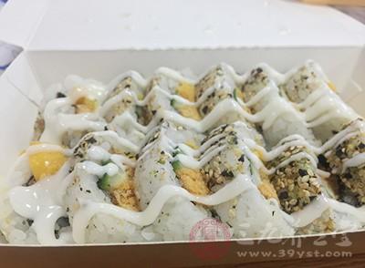美团外卖的送餐员表示,在美团送餐机制驱动下,使得送餐员送餐时不得不赶时间