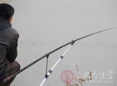 平时生活当中是喜欢钓鱼的,是钓鱼爱好者
