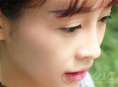 眼睛流泪是什么原因 眼睛流泪的治疗方法
