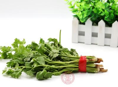 五名农民在种香菜时使用了国家禁止使用的农药