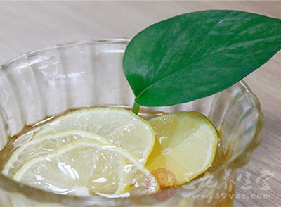 柠檬是高度碱性食品,具有很强的抗氧化作用