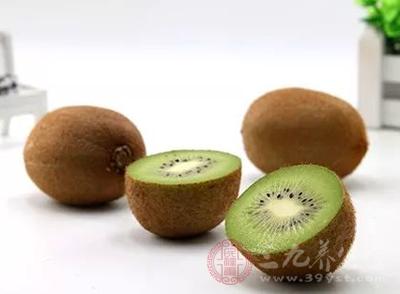 猕猴桃虽然有助于消化,营养丰富,但是由于果酸含量高