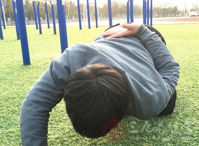 秋冬季要进行适当的锻炼,因为运动可促进血液循环