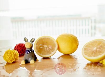柠檬片泡水减肥吗图片