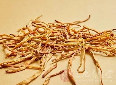黄花菜功效有哪些 吃黄花菜真能治痛风吗