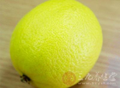 日常服用柠檬水或者是将柠檬进行冷敷,具有很好的提神醒脑的作用