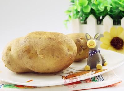 平时可以适当吃些薯类食物,例如甘薯、马铃薯等
