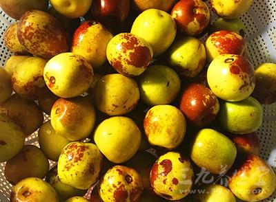 气虚体质适宜吃性平偏温具有补益作用的食物,如大枣