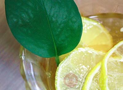 柠檬蜂蜜水的功效 自制柠檬蜂蜜水也能养生