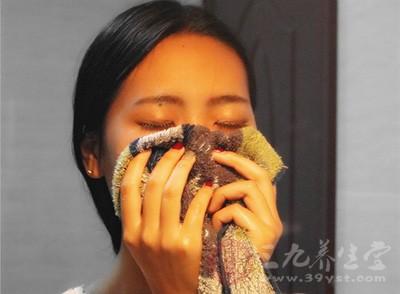 通过汗蒸养生,可以提高皮肤抗氧化能力,有效排泄沉积在皮肤底层的色斑