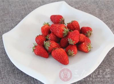 吃草莓的好处和坏处 适当吃草莓竟有这好处