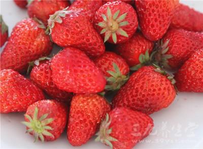 草莓烂掉一点点 还能吃吗