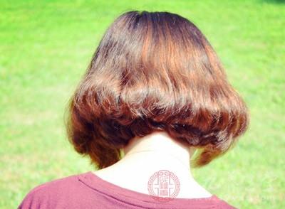 若是持续吹某一区域导致那部份的头发温度过烫