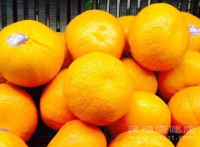 橘子是温性水果,酸甜可口,富含丰富的维生素c,可以疏肝理气、消肿散毒