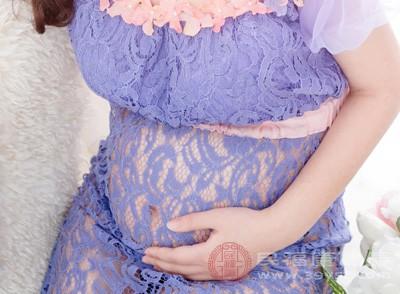 在妊娠早期,很多孕妇喜欢用食用山楂来缓解恶心、呕吐以及食欲不振的妊娠反应