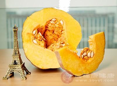 南瓜中丰富的类胡萝卜素在机体内可转化成具有重要生理功能的维生素A