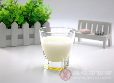 牛奶的营养却很丰富、很全面,它可以为我们带来优质的蛋白质