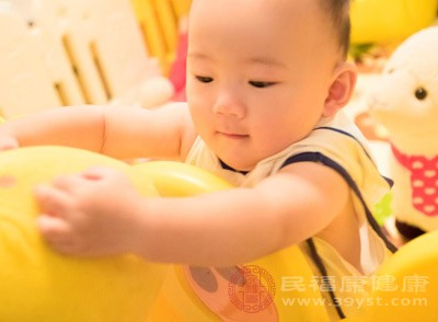 新生儿吐奶的原因是什么 新生儿要注意什么