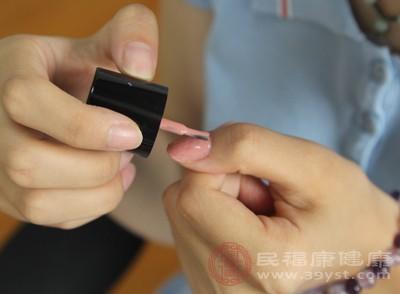 关于指甲上月牙