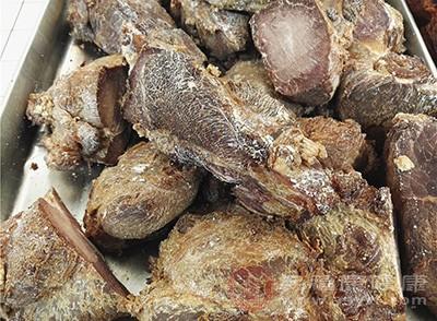 驴肉具有补益气血、滋补肝肾的功效