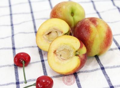 桃子和牛奶可以一起吃吗 吃桃子要注意这些事情