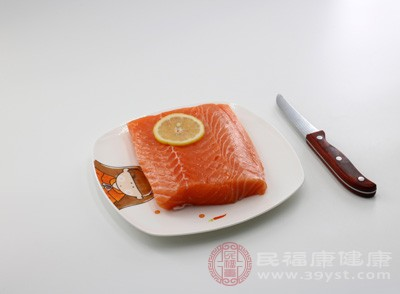 三文鱼生吃有寄生虫吗 吃它可以防止皱纹产生