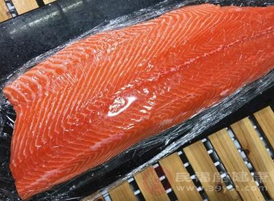 三文鱼不能和什么一起吃 三文鱼有这些功效