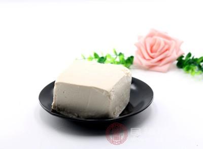 豆腐具有丰富的蛋白质,它还含有一种叫做异黄酮的物质,这种物质具有抗氧的作用