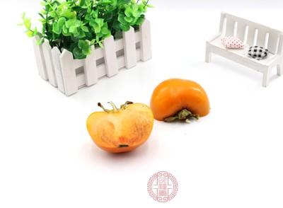 柿子这种水果不含有大量的糖份而且多以天然果糖为主,易于身体吸收,因此人们吃柿子以后能补充身体所需的多种能量