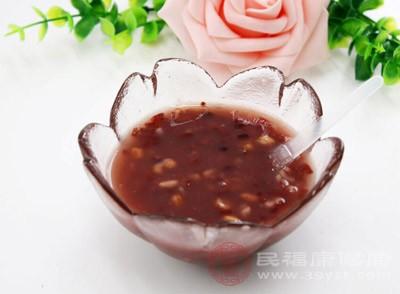 湿气重吃什么 常吃这种粥有效赶走体内湿气