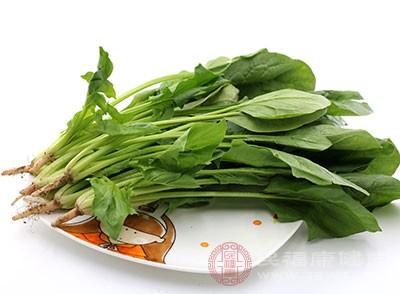 菠菜的补血作用与其含有丰富的胡萝卜素、维生素C有关