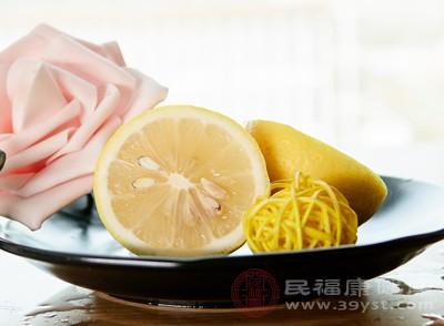 柠檬中含有丰富的维生素C