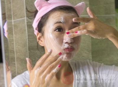 油性皮肤怎么改善 油性皮肤护理的注意事项