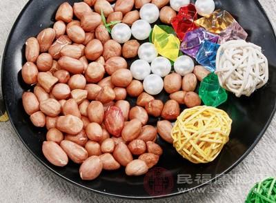 花生中含有大量的卵磷脂